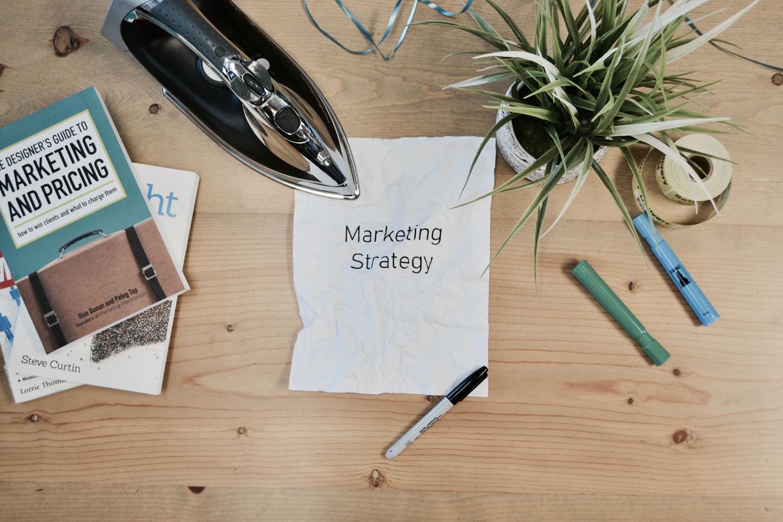 Bild zeigt Utensilien für eine gute Marketingstrategie