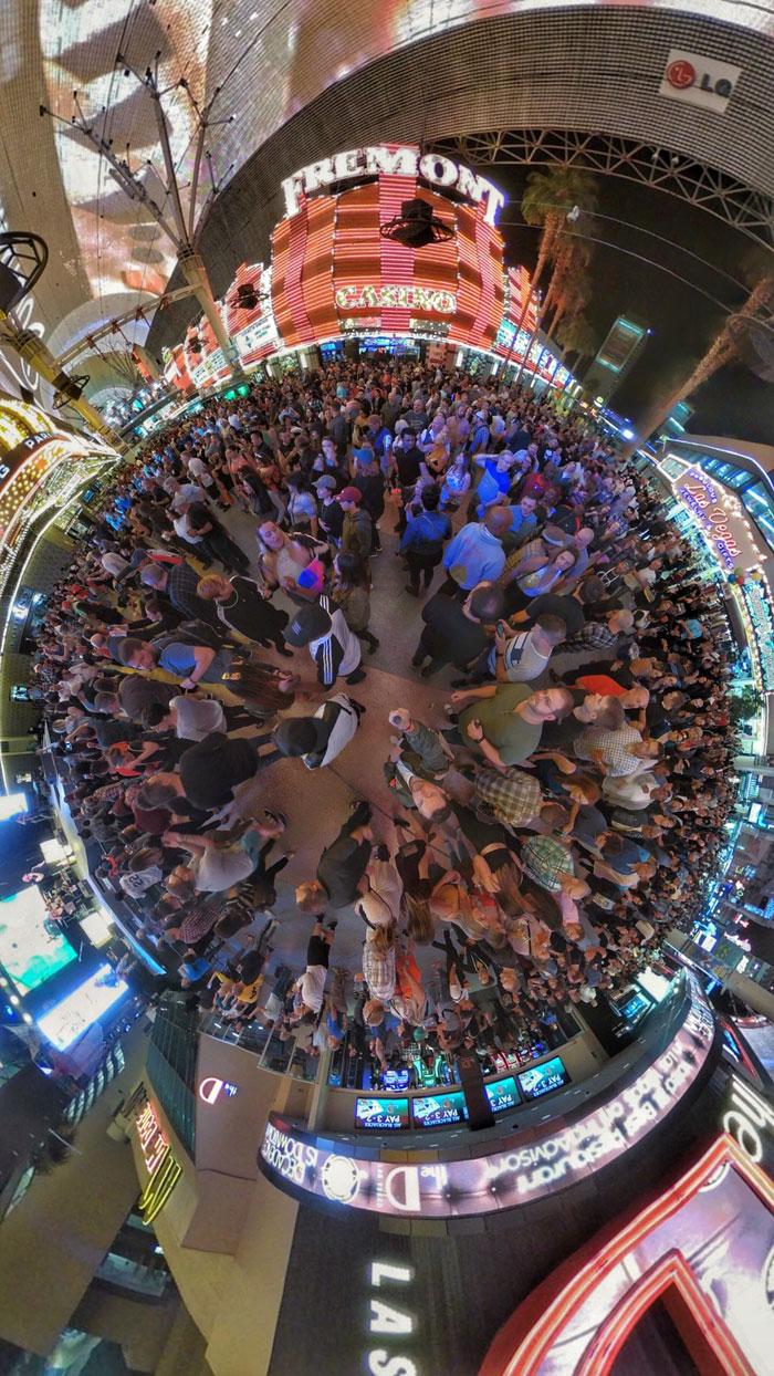 360-Grad-Fotografie/360-Grad-Aufnahme Betrachter sieht Kulisse von oben