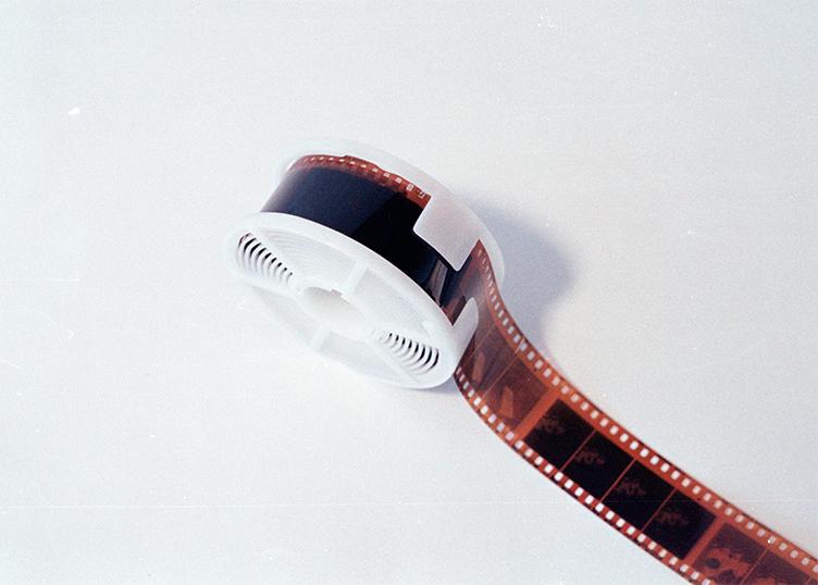 Farbfilm aufgewickelt auf Spule URBAN & UNCUT Studios