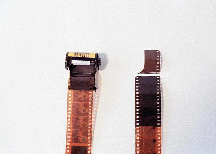 Geöffnete Filmrollen Kodak Porta 400 Farbfilm selber entwickeln URBAN & UNCUT Studios
