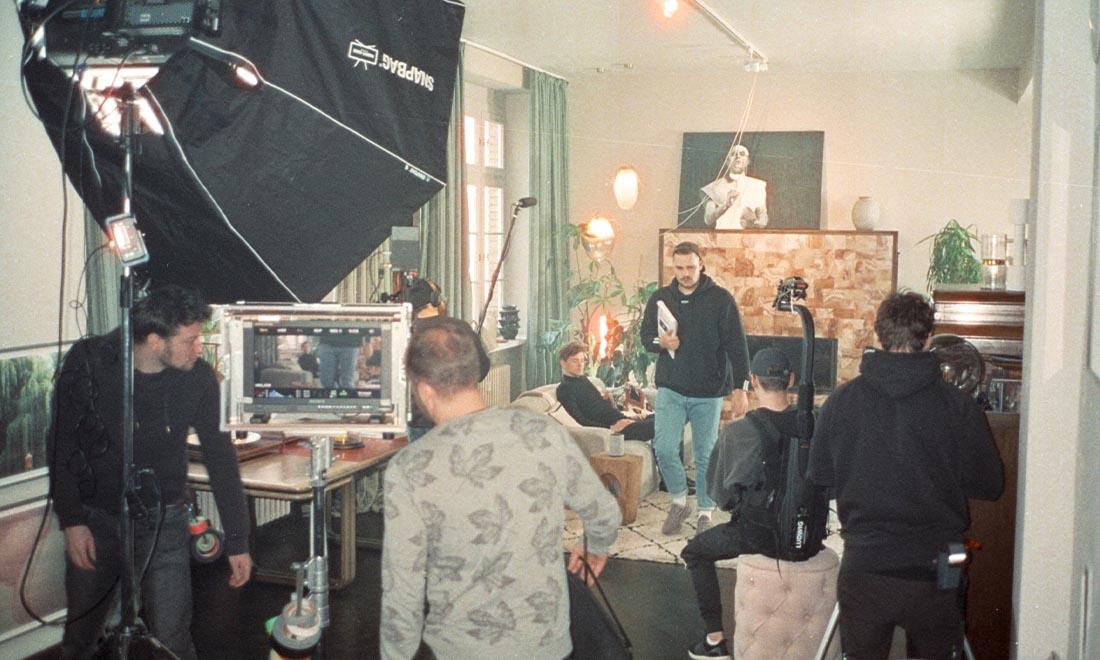 Wirecard Werbefilm Filmproduktion in Berlin am Set mit ganzem Team