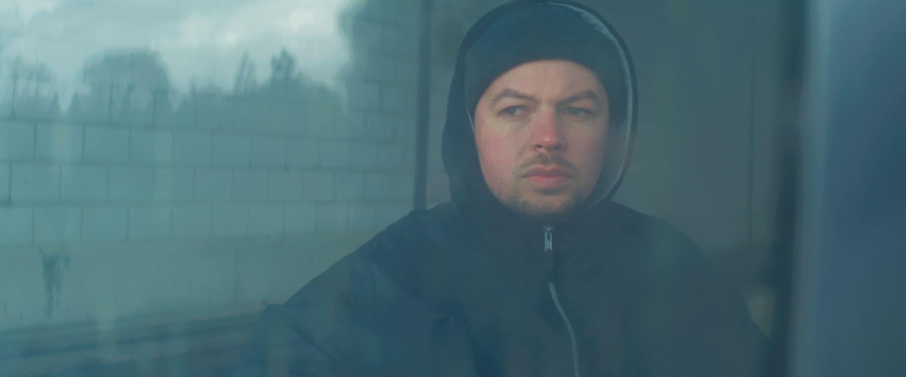 ERRDEKA hinter einer Glasscheibe Mering SV Musikvideo zum Lied Allein pt. II