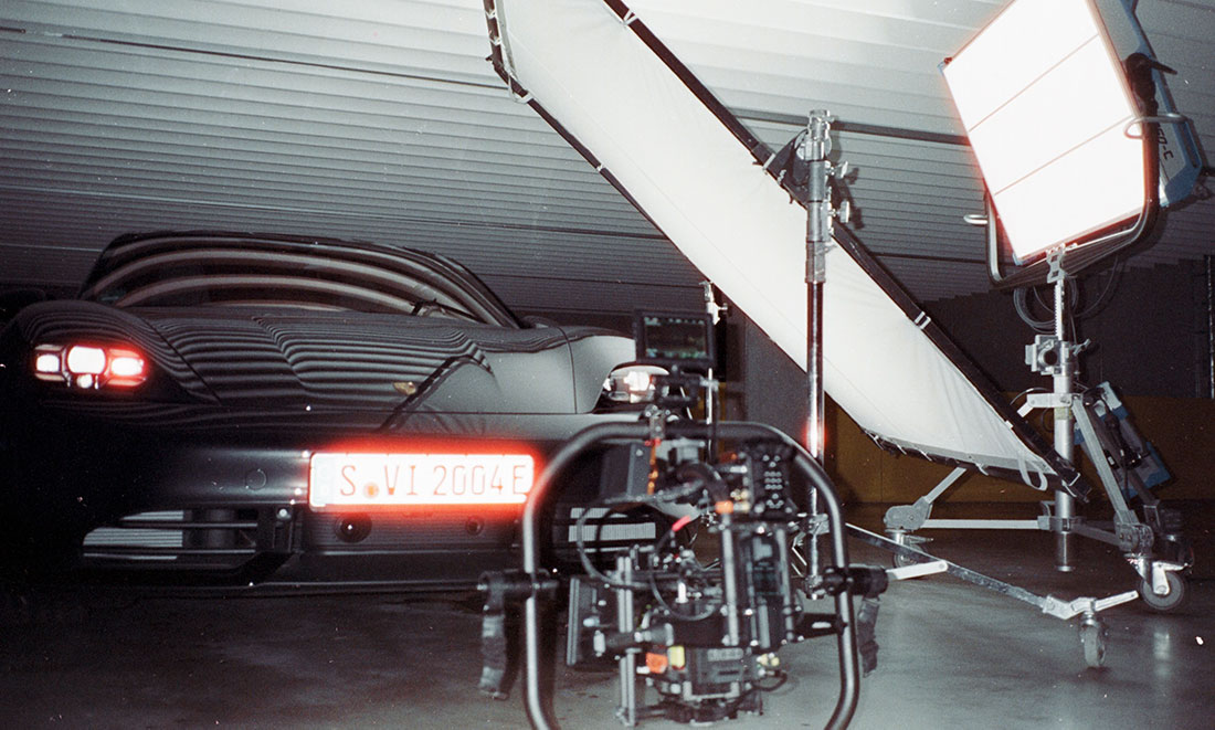 Porsche Werbefilm Filmproduktion in Stuttgart Postproduktion Taycan Dreh am Set RED Gemini im Gimbal und ARRI Skaypanel 360c