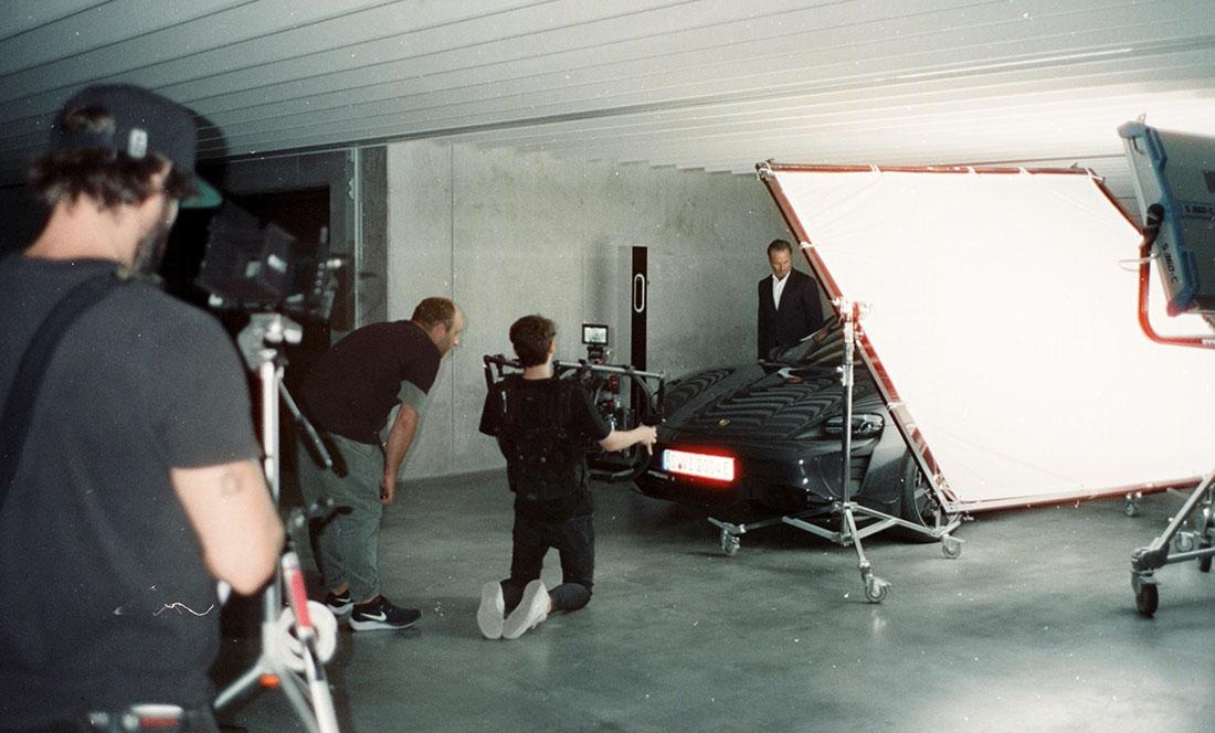 Porsche Werbefilm Filmproduktion in Stuttgart Postproduktion Taycan Dreh am Set mit Team Jürgen Christa Tim Wallstein Andre Danke Till Hennig