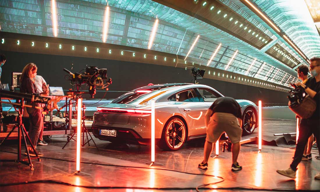Filmproduktion Hyperbowl Studio München Porsche Taycan URBAN & UNCUT Studios