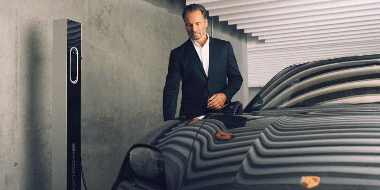 Stuttgart Filmproduktion Porsche Taycan TEQ Charging