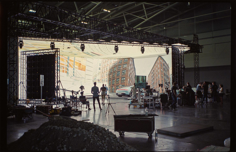 Filmproduktion Hyperbowl Studio München Porsche Taycan Film Set und Team